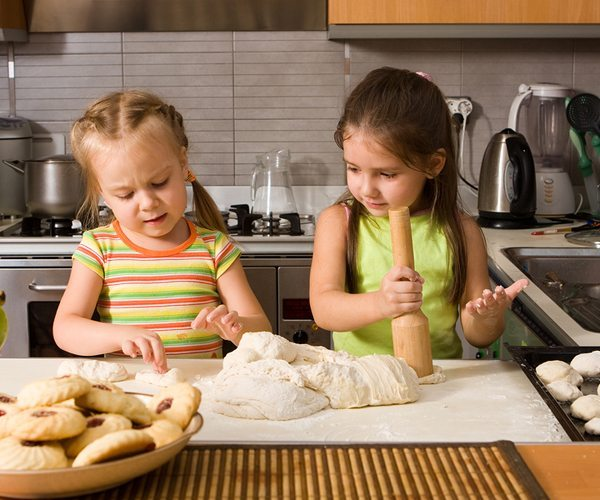6 Ways to Use (Little) Helping Hands on Thanksgiving