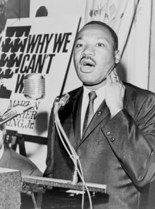 113_mlk_at_a_press_conference
